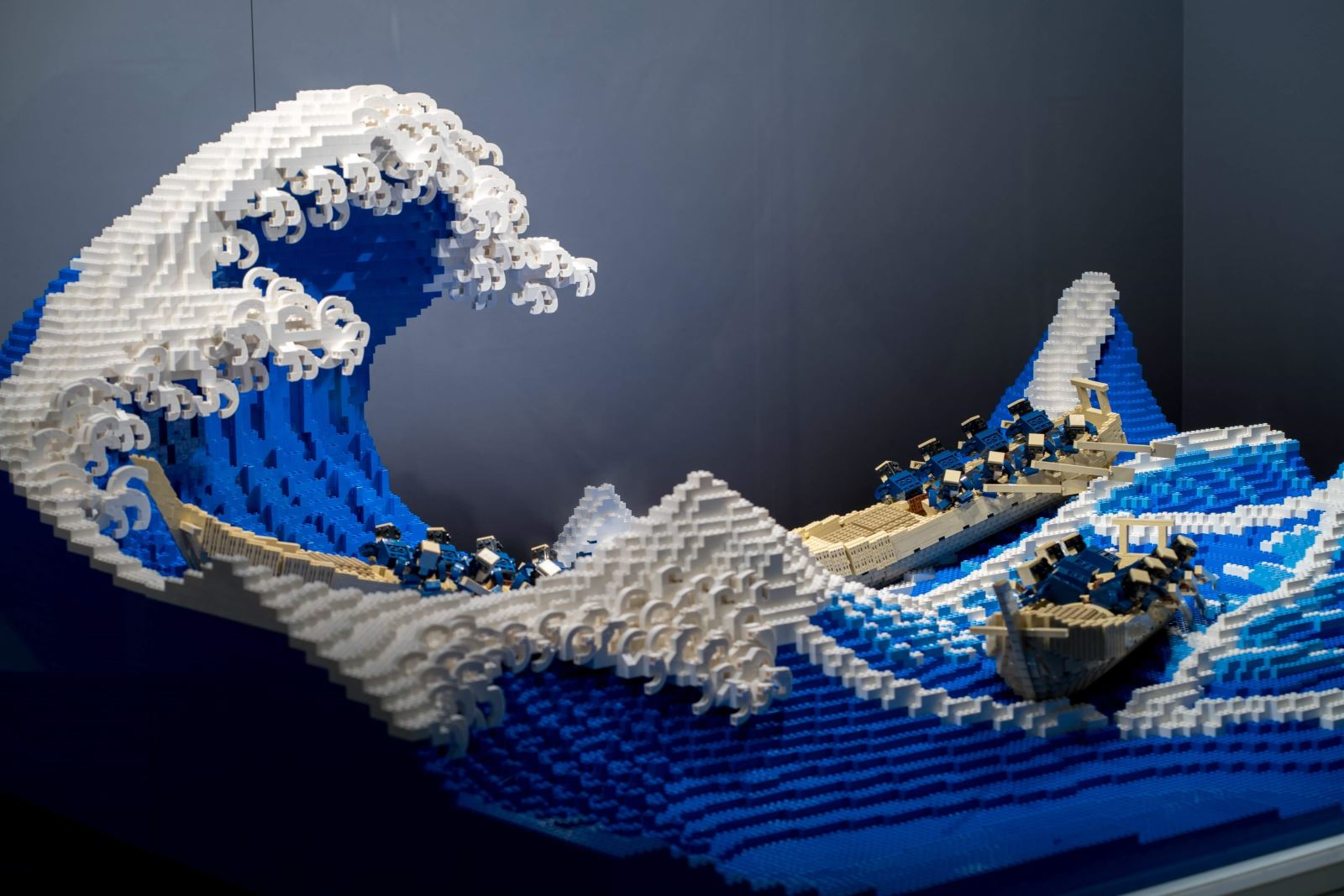 jumpei mitsui big wave lego statue