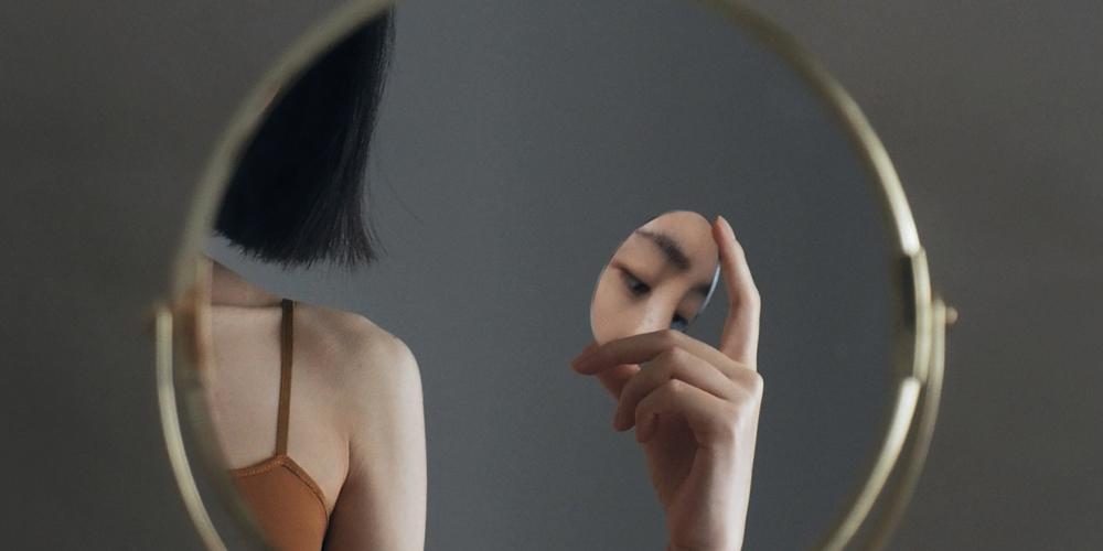 Aynalardan Yansıyan Şiirsel Otoportreler