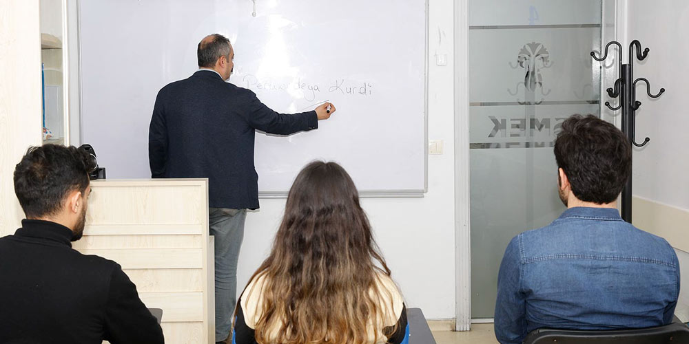 İSMEK'te Kürtçe Eğitimleri Başladı