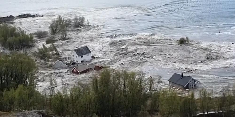 Korkunç Heyelan 8 Evi Denize Sürükledi