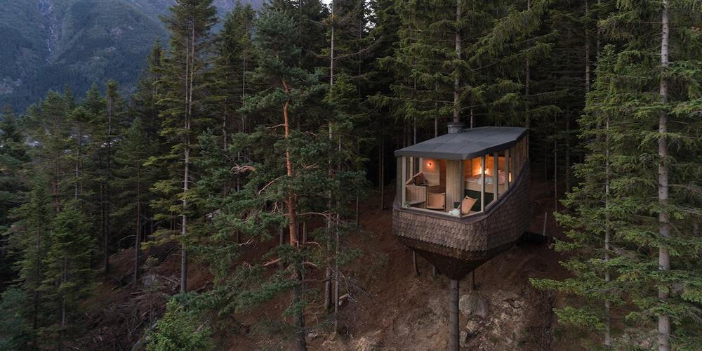 Norveç Ormanlarındaki Küçük Ağaç Evler