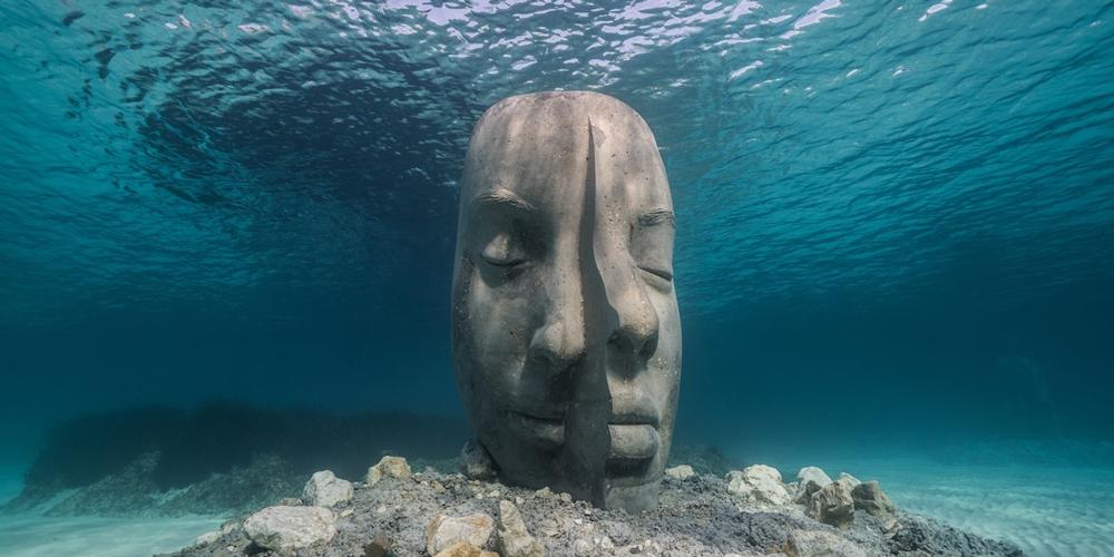 Okyanusta Batık Anıtsal Yüzler