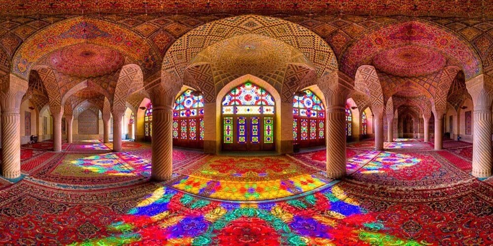 Rengarenk Bir Yapı: Pembe Camii